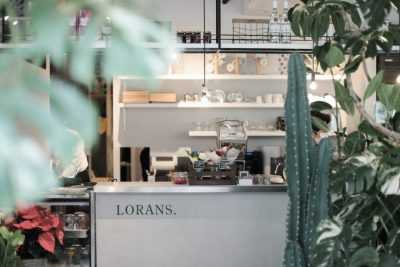 花も障がい者も「もったいない」! もてる力を生かす事業は、おしゃれな花屋&カフェから